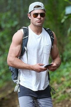Zac Efron Looks So Ripped During Memorial Day Weekend: Photo Zac Efron shows off his ripped muscles while checking messages on his phone during a solo hike on Sunday (May in Oahu, Hawaii. Zac Efron, High School Musical, Hottest Male Celebrities, Celebs, Ripped Muscle, Bodybuilder, Gorgeous Men, Beautiful People, Cute Guys