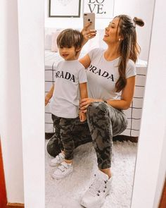 Mother Son Matching Outfits, Mom And Baby Outfits, Outfits Niños, Family Outfits, Kids Outfits, Outfits Madre E Hija, Mother Baby Photography, Mother Daughter Fashion, Baby Tumblr