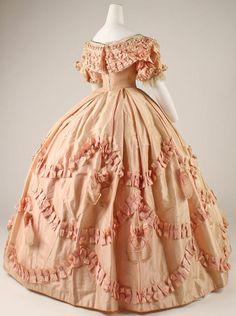 Dress 1860-1861, the back