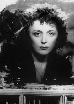Edith Piaf : The Little Sparrow Mike Brant, Divas, Nostalgia, Thelonious Monk, Aretha Franklin, Music Artists, Comedians, Jon Snow, Vintage Photos