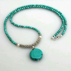 Love d color of this necklace
