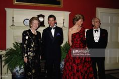 November Prince Charles and Princess Diana attending a dinner at 10 Downing Street with Prime Minister Margaret Thatcher and her husband Denis. Princess Diana is wearing a Catherine Walker evening gown. Margaret Thatcher, Prince Charles, Charles And Diana, Princesa Diana, Princess Diana Photos, Catherine Walker, Iconic Photos, Lady Diana Spencer, Prince And Princess