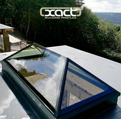 The ultimate frameless glass roof light: the XACT Pure Glass Roof Lantern! This is an installation from last year in Fernhurst, West Sussex. Click or tap the image to go to our website! Architecture Extension, Roof Architecture, Shed Roof, House Roof, Bungalow, Skylight Covering, Roof Extension, Extension Ideas, Steel Roofing
