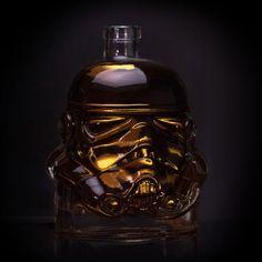 <ul> <li>Officially licensed Star Wars Stormtrooper Decanter</li> <li>Original moulded flint design for spirits and wine</li> <li>750ml capacity design with cork topped seal</li> <li>Not suitable for microwave or dishwasher use</li> <li>Measures approximately 18cm x 15cm x 11cm</li> </ul>