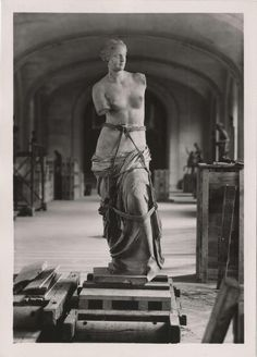 In 1939, just before the WWII begining, the Venus de Milo was carried from the Louvre to Valençay Castle, to protect it from the inminent war.