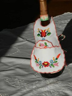 Kalocsa bottle apron set Hand embroidered Kalocsa set