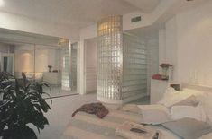 decorations Aus der Home Design-Serie von Roda - Interior Modern, 80s Interior Design, 1980s Interior, Interior Simple, Home Interior, Interior Architecture, Interior Paint, Luxury Interior, Home Design