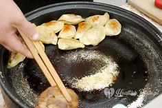dumplings with sauerkraut and meat / empanadillas con col fermentada y carne