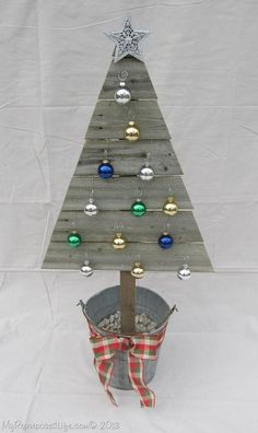 wooden-Christmas-tree-ornaments