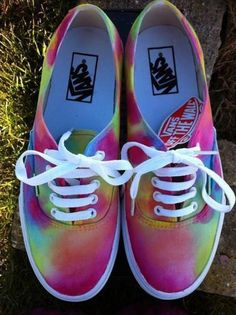 Find the craziest tênis Vans ever made in the history of time. Zebra, Watermelon and other weird vans shoes you have never seen before. Cute Vans, Cute Shoes, Me Too Shoes, Awesome Shoes, Pretty Shoes, Vans Sneakers, Vans Shoes, Sneakers Fashion, Vans Tie Dye
