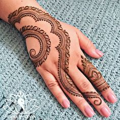 Get unique henna design, simple henna design and new henna design ideas here. There are best henna tattoos here you must try. Henna Hand Designs, Eid Mehndi Designs, Mehndi Designs Finger, Simple Arabic Mehndi Designs, Unique Henna, Mehndi Designs For Girls, Mehndi Designs For Beginners, Mehndi Designs For Fingers, Mehndi Simple