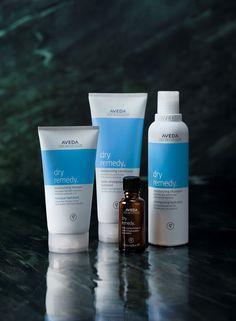 De Aveda Dry Remedy is vernieuwd!! Niet alleen een andere formule en uiterlijk, maar ook een nieuw product. Vanaf februari is de nieuwe Dry Remedy lijn mét de Daily Moisturizing Oil verkrijgbaar in onze Le Mage shop.