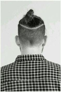 The undercut bun aka the top knot - hairstyles & haircuts for men Top Hairstyles For Men, Man Bun Hairstyles, Haircuts For Men, Modern Haircuts, Funky Hairstyles, Medium Hairstyles, Formal Hairstyles, Short Haircuts, Wedding Hairstyles