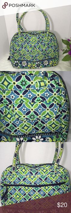 Vera Bradley Daisy Daisy Bowler Handbag Vera Bradley Daisy Daisy Bowler Handbag. Minor signs of wear on bottom corners of bag other needs minor cleaning under hanles. No other major holes or rips. Please see all photos. Vera Bradley Bags