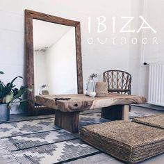 Nice livingroom. Deze woonekamer heeft een hele sfeervolle en warme stijl. Check onze spiegel en teakhouten salontafel. Gaaf! Heb je interesse in één van onze producten, een vraag of wil je een afspraak maken in de loods? Stuur dan een e-mail naar ibizaoutdoor@gmail.com en je ontvangt snel antwoord.