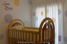 Detalhes fazem a diferença em qualquer ambiente principalmente em dormitórios de bebês! O mesmo tema utilizado na cortina foi aplicado na parede com uma pintura toda especial. #quartoinfantil #quarto #saladeestar #saladeTv # #abarquitetura #andrezabaroniarquitetura #decoracao #desingdeinteriores #designdeinteriores