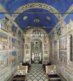 Giotto : Chapelle de l'Arena Proust : *nous voulûmes pousser jusqu'à Padoue où se trouvaient ces Vices et ces Vertus dont Swann m'avait donné les reproductions; après avoir traversé en plein soleil le jardin de l'Arena, j'entrai dans la chapelle des Giotto, où la voûte entière et le fond des fresques sont si bleus qu'il semble que la radieuse journée ait passé le seuil, [VI]