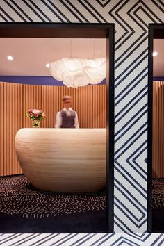 → BOUTIQUE HOTEL DESIGN PARIS FAUBOURG SAINT HONORE. - The wall pattern tying into the floor!!! <3