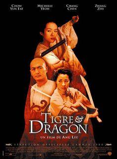 """Tigre et dragon (Wo hu cang long) (2000) est un film de Ang Lee avec Chang Chen, Zhang Ziyi. Synopsis : Dans la Chine du XIXème siècle, Li Mu Bai, virtuose des arts martiaux, possède une épée légère, rapide et magique nommée """"Destinée"""". Elle est l'objet de nombreuses convoitises..."""