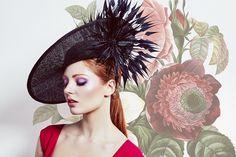 Black sharp side sweep hat with extended arrow feather flower Rachel Trevor Morgan Spring Summer 2016 Rachel Trevor Morgan, Ascot Dresses, Arrow Feather, Ascot Hats, Millinery Hats, Race Day, Spring Summer 2016, Headdress, Hair Pieces