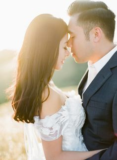 Pre Wedding Shoot in Tuscan Golden Fields Wedding Shoot, Poses, Golden Hour, Film, Couple Photos, Portraits, Movie, Couple Shots, Movies