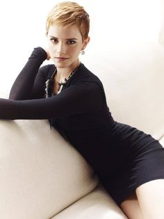 Emma Watson near naked pics. Hottest Emma Watson leaked pics all time. Actriz Anne Hathaway, Emma Watson Pixie, Emma Watson Short Hair, Hair Romance, Pixie Hairstyles, Braid Hairstyles, Celebrity Hairstyles, Celebs, Celebrities