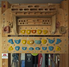 For non climbers - this is a torture device designed for finger strengthening exercises - forearm endurance. Rock Climbing Training, Climbing Workout, Wood Chip Mulch, Home Made Gym, Indoor Climbing Wall, Backyard Gym, Bouldering Wall, Climbing Holds, Hang Board