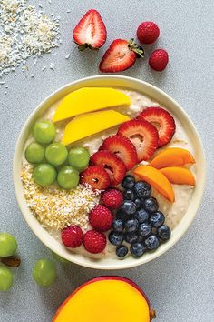 Smoothie Breakfast Bowl: Make your smoothie and eat it too. Perfect for those who like to eat instead of sip breakfast. This substantial breakfast bowl is sure to keep you full until lunch. Epicure Recipes, Sweet Recipes, Healthy Recipes, Breakfast Bowls, Muesli, Yummy Eats, Smoothie Bowl, Different Recipes, Brunch