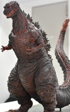 庵野秀明、エヴァからゴジラへ創造の裏側~『シン・ゴジラ』を作った男たち - こだわりのビジュアル(1/2) Godzilla Suit, Godzilla Tattoo, King Kong Vs Godzilla, Godzilla Figures, Godzilla Toys, Cool Monsters, Famous Monsters, Japanese Monster Movies, Old Posters