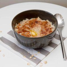 Oatmeal - Havregrynsgrøt på 1-2-3 minutter Macaroni And Cheese, Oatmeal, Breakfast, Ethnic Recipes, Food, Recipes, The Oatmeal, Morning Coffee, Mac And Cheese