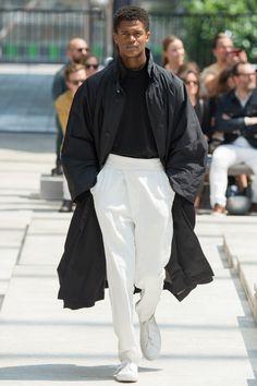 Issey Miyake Spring 2017 Menswear Collection Photos - Vogue