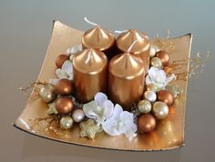 Christmas Advent Wreath, Gold Christmas Decorations, Christmas Swags, Christmas Candles, Simple Christmas, Christmas Crafts, Art Floral Noel, Christmas Floral Arrangements, Advent Candles