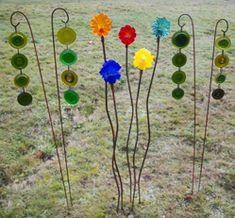 http://recycledartsfestival.com/artists/artistCatalogs/artistPhotos/Scrap_Glass_Garden_Stakes.jpg