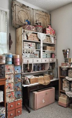 Although I'm not usually a fan of shabby chic, or anything too flowery, I really like this artist studio setup.