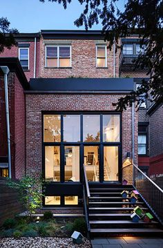 Brick facade with black window frames Brick Facade, Facade House, Architecture Antique, Architecture Design, Modern Exterior, Exterior Design, Facade Design, Style At Home, Townhouse Exterior