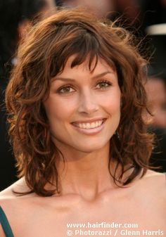 Medium curly shag.  My hair may do this now that it's not as curly as it used to be. Easy To Do Hairstyles, Wavy Hairstyles, Hairstyle Ideas, Wavy Layered Hair, Short Wavy Hair, Medium Shag Haircuts, Shaggy, Hair Care Tips, Bangs