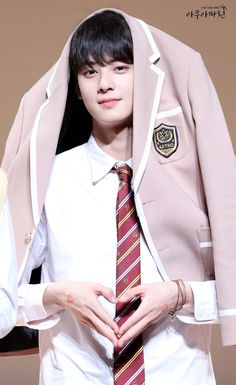 This boy has the most beautiful face I've seen (among the k-pop boys), in my opinion. almost all of his pics are flawless 😊 Cha Eun Woo, Asian Actors, Korean Actors, Cha Eunwoo Astro, Lee Dong Min, Idole, Sanha, Cute Actors, Kdrama Actors