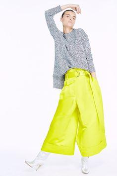 Guarda la sfilata di moda Adam Lippes a New York e scopri la collezione di abiti e accessori per la stagione Pre-collezioni Primavera Estate 2018.