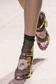 Best Spring 2019 Runway Shoes – Spring 2019 Shoe Trends at Fashion Week Sourc… Best Spring 2019 Runway Shoes – Spring 2019 Shoe Trends at Fashion Week Source by penpilas fashion idea Runway Fashion, Trendy Fashion, Spring Fashion, Fashion Shoes, Winter Fashion, Womens Fashion, Milan Fashion, 90s Fashion, Women's Shoes
