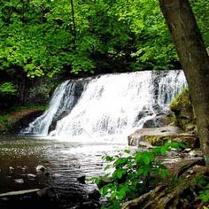 These fun and romantic Connecticut attractions are great for doing together as a couple. From nature and lighthouse cruises to sunsets at parks, enjoy the state's beauty. Connecticut Attractions, Discovery Car, Barrington Tops, Love And Marriage, Motorhome, Romantic, Australia, Explore, Park