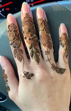 Finger Henna Designs, Mehndi Designs For Girls, Modern Mehndi Designs, Mehndi Designs For Fingers, Wedding Mehndi Designs, Mehndi Design Pictures, Beautiful Henna Designs, Pakistani Henna Designs, Dulhan Mehndi Designs