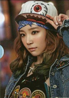 Taeyeon. Bronzer and highlighter.