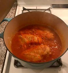 Pollo con salsa de tomates y cebolla - Inalvys Canahan Pollo Guisado, Mexican Food Recipes, Ethnic Recipes, Thai Red Curry, Good Food, Crazy Quilting, Pink, Crock Pot, Onion