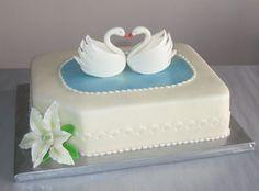 SWAN CAKE: This is so romantic!