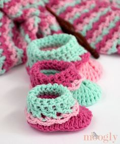 Loopy Love Big Baby Booties - 12 Free Crochet Patterns for Babies and Toddlers | GleamItUp