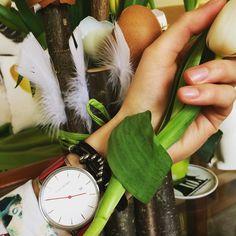 Frohe Ostern von COWstyle #ostern #cowstyle #cowstylers #steirisch #austria #osterfest #osterhase #stylish #tulpen #federn #leder #armband #schwarz #silber #wantwantwant Models, Instagram Posts, Happy Easter, Feathers, Easter Bunny, Tulips, Silver, Wristlets, Black