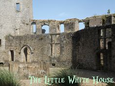The Little White House On The Seaside: Lady Of The Castle(s)