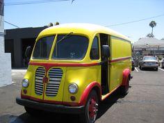 A beautiful 1961 International Metro. International Pickup Truck, International Harvester Truck, Step Van, Vanz, Vintage Trucks, Camper Van, Pickup Trucks, Automobile, Classic