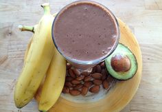 Calienté Coco Smoothie 1 g cinnamon teaspoon/ g chili powder (increase as desired – I used tsp for a kick!/ 15 g cocoa powder 2 teaspoon/ 10 g vanilla (alcohol free extract or grind a few beans) 20 mL almond milk 1 banana avocado Ice, as desired Juice Smoothie, Smoothie Drinks, Smoothie Recipes, Healthy Juices, Healthy Smoothies, Healthy Drinks, Raw Food Recipes, Veggie Recipes, Healthy Recipes