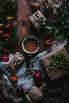 Apple Pear & Brandy Cider + DIY Winter Bay & Rosemary Wreath - Adventures in Cooking Christmas Mood, Noel Christmas, Christmas Quotes, Christmas Ideas, Momento Cafe, Pear Brandy, Foto Still, Café Chocolate, Chocolate Caliente